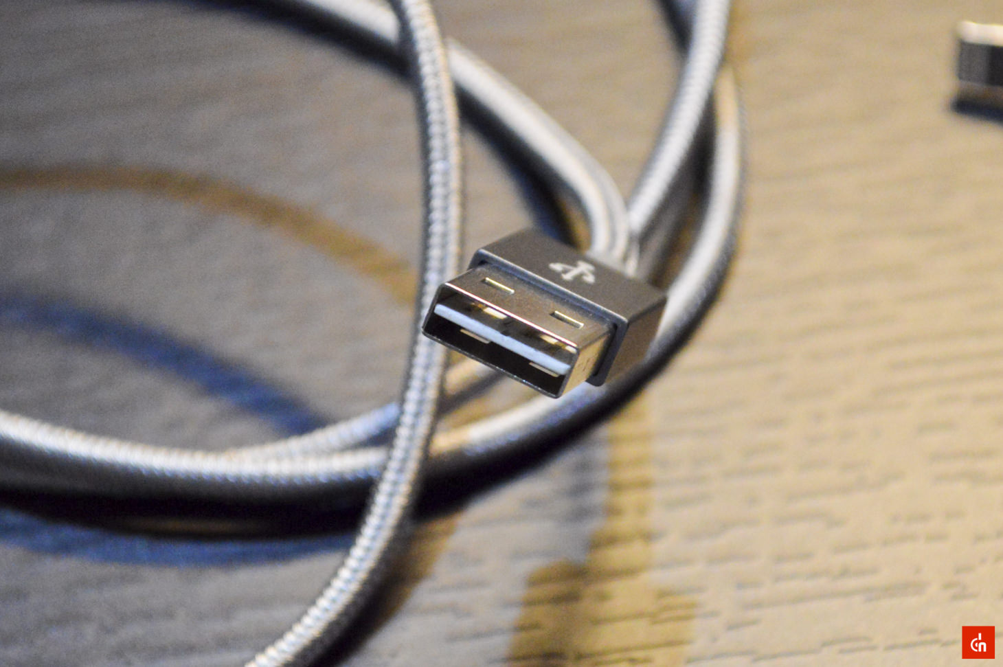 008_20160605_Lightning-cable-omaker