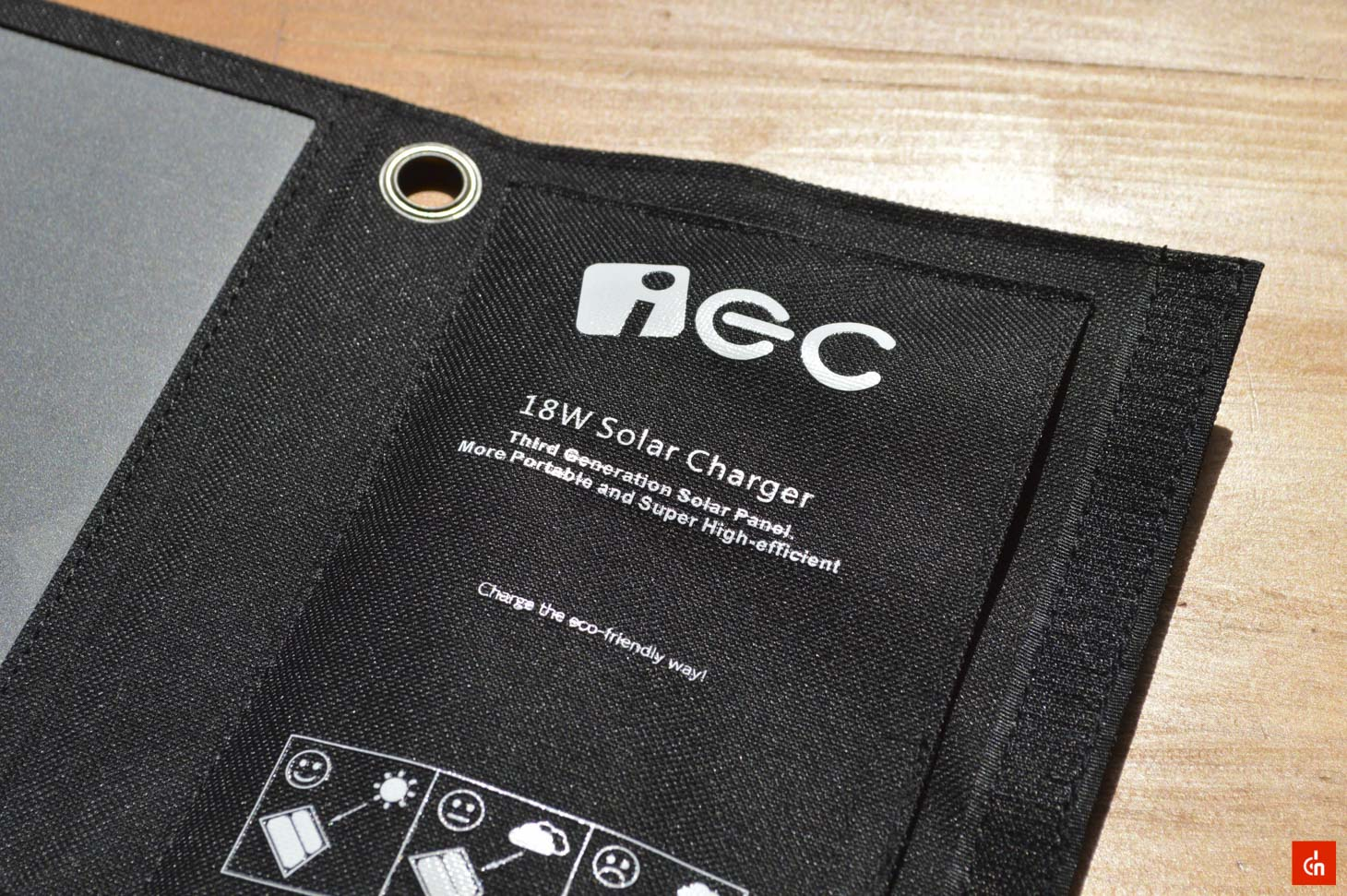 010_20160618_iec-solar-charger
