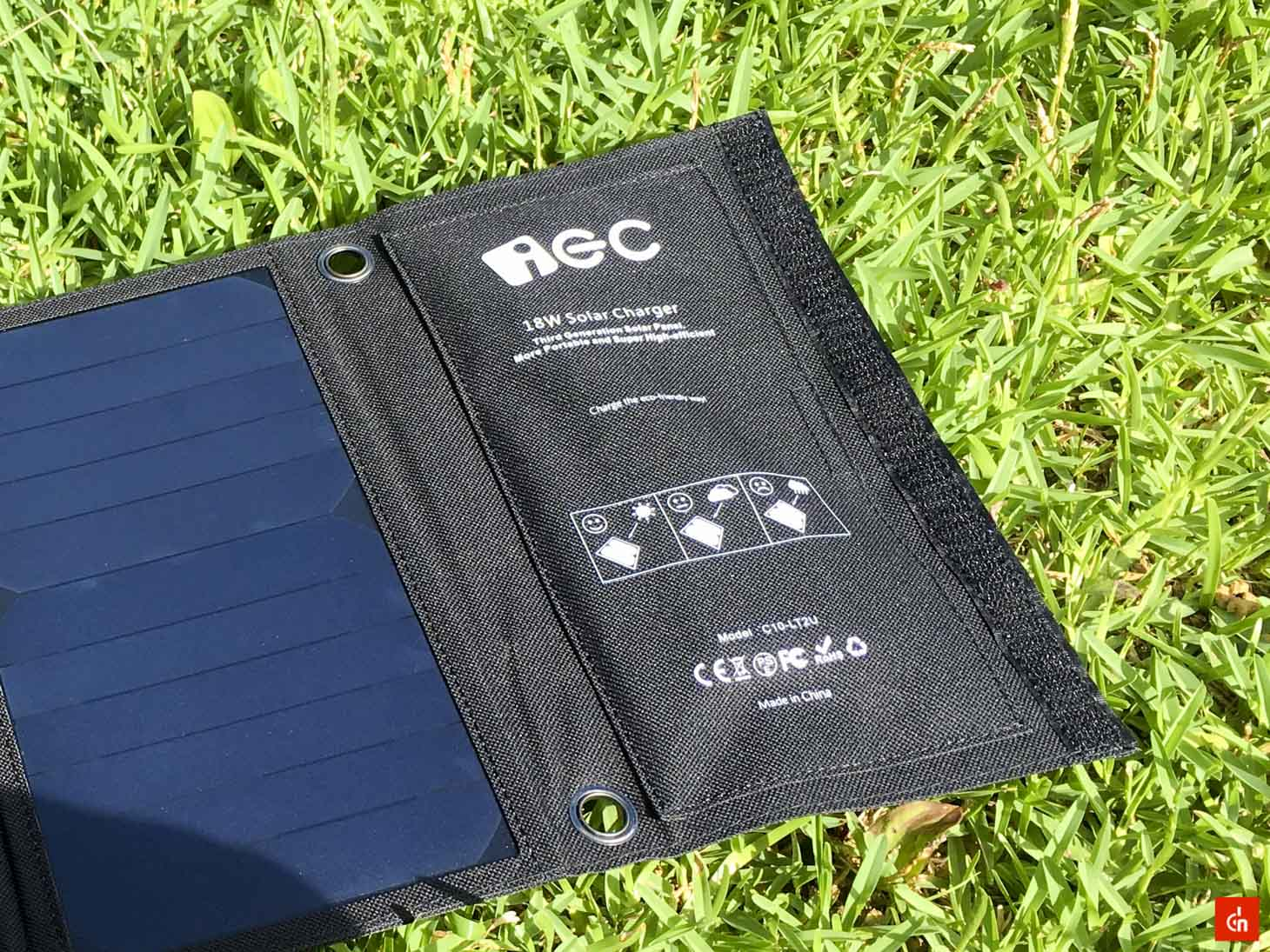 024_20160618_iec-solar-charger