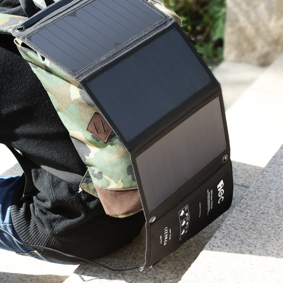 031_20160618_iec-solar-charger